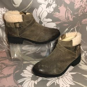 UGG Benson Leather Boots Lined Sz 9 in Dove Color